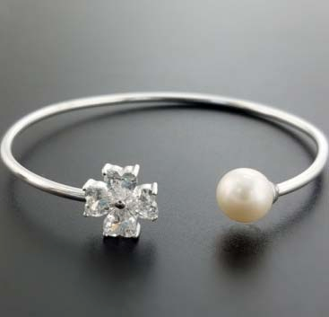 Pearl with Flower holding Bangle