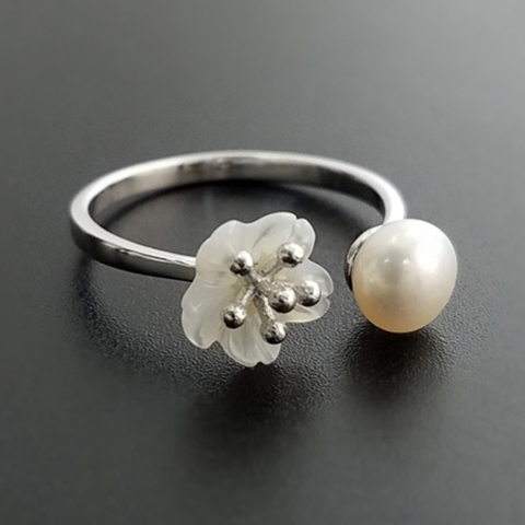 Flower pearl ring