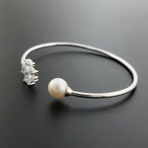 Pearl and silver Bangle