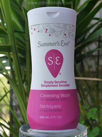 Dung dịch vệ sinh phụ nữ Summer's Eve Simply Sensitive Cleansing Wash 266ml