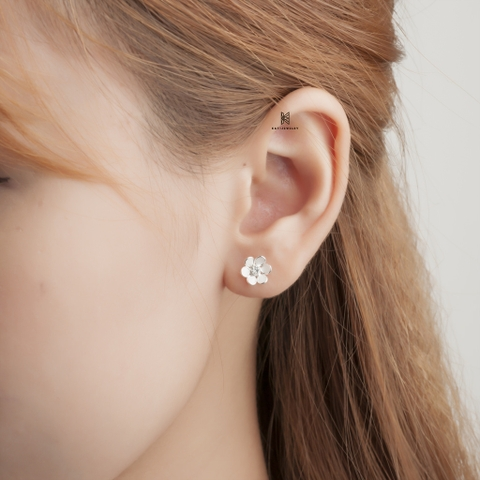 E STUD FLOWER WHITE 6 01