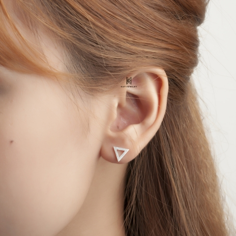 E STUD TRIANGLE  MATT 01