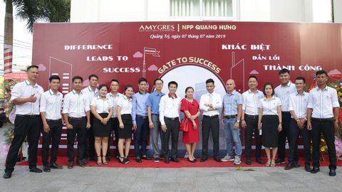 AMY ORGANIZES THE CUSTOMER GRATITUDE CONFERENCE IN QUANG TRI PROVINCE.