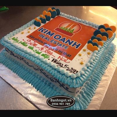 Bánh kem tặng sinh nhật khách hàng