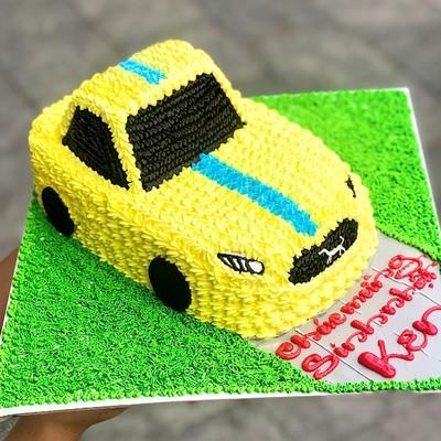 Ô tô vàng siêu tốc - bánh sinh nhật cho bé trai
