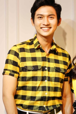 2 Pocket Yellow Black Short Sleeve Button Down Shirt