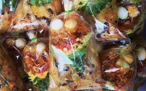 Bánh tráng trộn bịch Sài Gòn