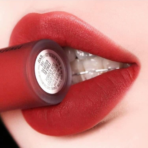 Son Kem Mac Powder Kiss Liquid Lipcolour Màu 991 Devoted To Chili Đỏ Gạch