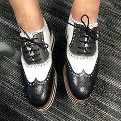 CLASSIC SHOES FOR LADY
