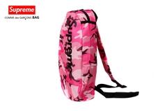 Túi đeo chéo Supreme hồng rằn ri