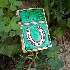 Zippo Clovers And Horseshoe Emblem Brushed Brass 5