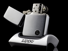 Zippo Cổ Brushed Chrome 1970 4 Gạch Thẳng 2