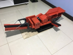 RC 1/14 stone crusher, with extra belt conveyor behind