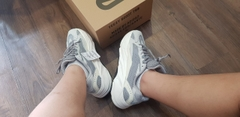yeezy 700 static super fake