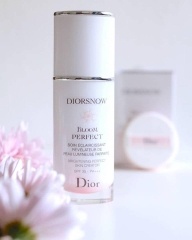 Kem Lót Diorsnow Bloom Perfect Brightening