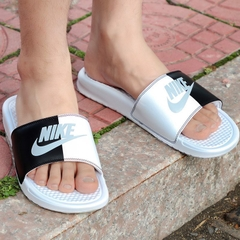[343881-104] W NIKE BENASSI JDI BLACK AND WHITE