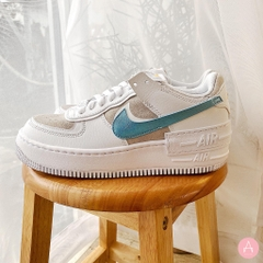 [DA4286-100] W NIKE AIR FORCE 1 SHADOW LIGHT BUST GREY