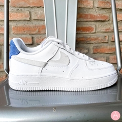 [898889-103] W NIKE AIR FORCE 1 LX VANDALIED WHITE/BLUE/RED