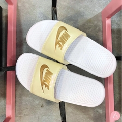 [618919-112] W NIKE BENASSI JDI METALLIC '' GOLD, WHITE END BEACH ''