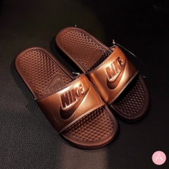 [618919-900] W NIKE BENASSI JDI METALIC BROWN
